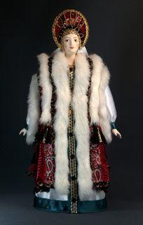 Doll gift porcelain.Barynya - Sudarynya in winter plumage. Russia. 17-18 century.