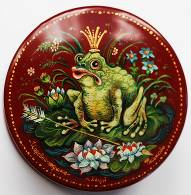 Kholuy art lacquer miniature box Frog Princess (Morozov)
