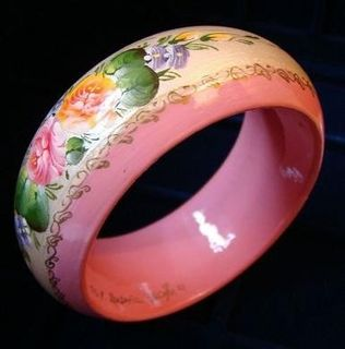Bracelets made of wood with hand-painted and varnished