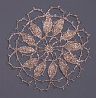 Lace decor 7 cm diameter