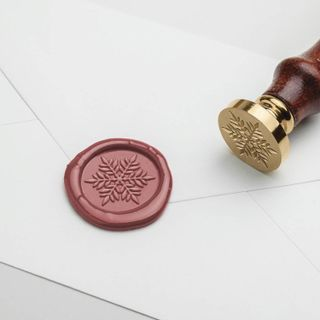 Sealing wax lump in a package of 2 kg, brown