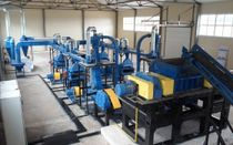 Semi-automatic and automatic rubber waste shredders