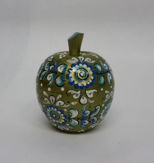 "The box is wooden ""Apple"" Shenkurskiy painted 8 cm"