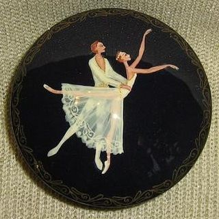 """Box with hand-painted """"Giselle"""""""