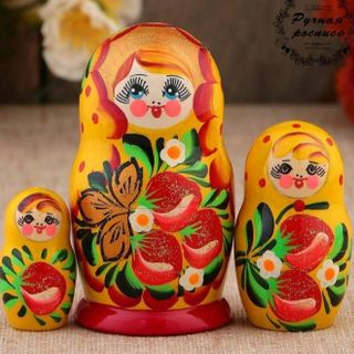 "Matreshka ""strawberries"" 3 dolls, yellow dress"