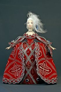 Doll gift porcelain. Suit the state and the ladies. The first half of the 18th century. Western Europe.