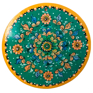 "Round kitchen board ""Shenkur painting"" on a green background"